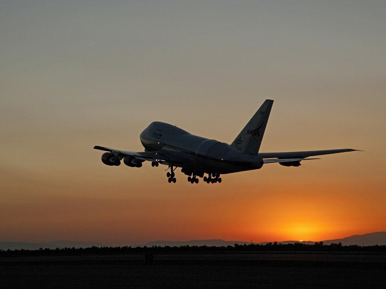 jetliner-1767857_1280